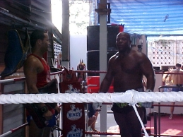 In between rounds of hitting the pads #Sor Vorapin #Muay Thai
