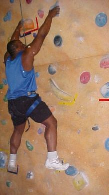 I had my first try at indoor rock climbing and it was al lot more difficult than I imagined. I used muscles that usually are never strained during the course of the day and that I hadn't even paid much attention to during my bodybuilding days.